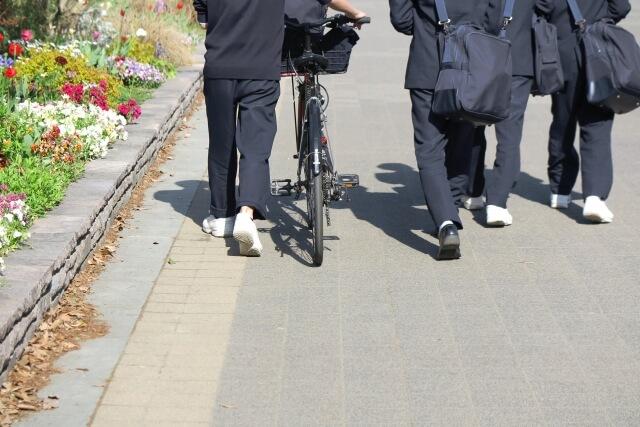 通学途中の生徒